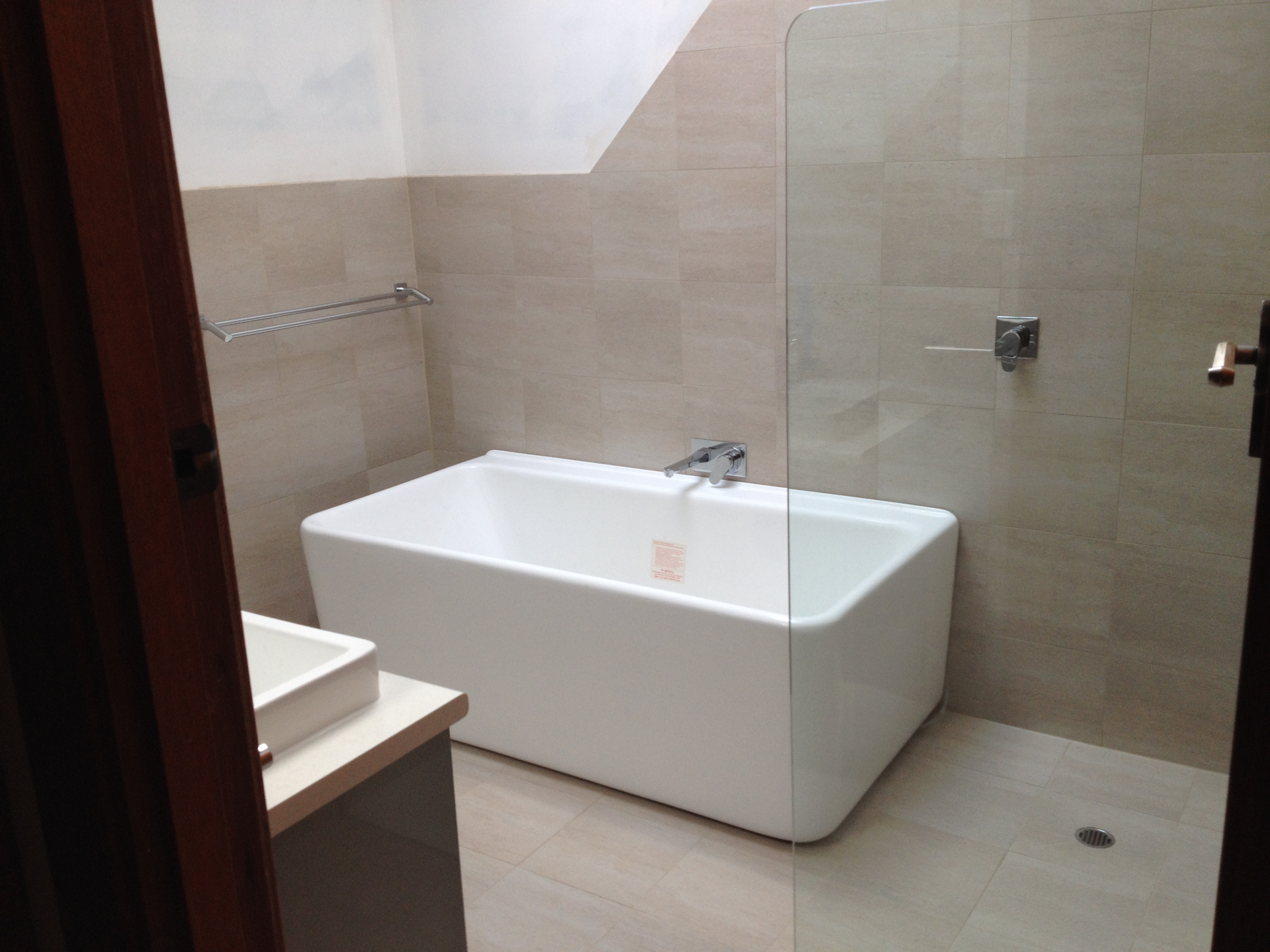 Frameless shower screen and free standing bath
